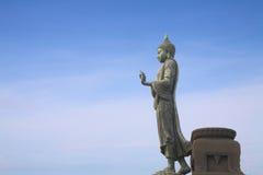 Estatua de Buddha que recorre foto de archivo libre de regalías