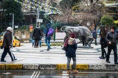 Estatua de Bull en el cuadrado de Kadikoy en Estambul, Turquía Fotografía de archivo