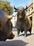 Estatua de Bull y del oso en la bolsa de Francfort Imagenes de archivo