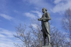 Estatua de capitán James Cook en Alaska Imágenes de archivo libres de regalías