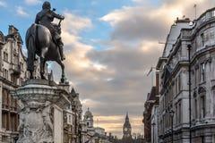 Estatua de Charles I y Big Ben fotos de archivo libres de regalías
