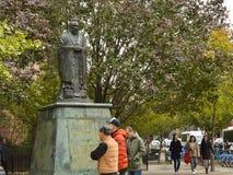 Estatua de Chinatown de la plaza de Confucio en las calles frondosas del Lower East Side NYC Manhattan New York City de la calle fotos de archivo