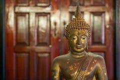 Estatua de cobre amarillo de Buda Imagen de archivo libre de regalías