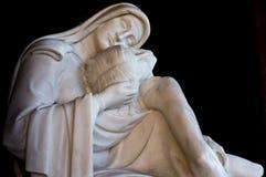 Estatua de Cristo con la compasión del madonna fotografía de archivo