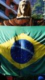 Estatua de Cristo la bandera del Brasil del redentor Foto de archivo