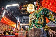 Estatua de dios en templo chino oriental viejo tradicional en Taiwán Fotografía de archivo libre de regalías