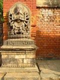 Estatua de dios hindú multi-armado, rencoroso en el cuadrado en K Imagen de archivo libre de regalías