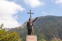 Estatua de Don Pelayo en Covadonga Imágenes de archivo libres de regalías