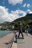 Estatua de Freddie Mercury en el lago Lemán Montreux Foto de archivo libre de regalías