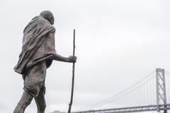 Estatua de Gandhi en el centro de Embarcadero, San Francisco, California Fotografía de archivo