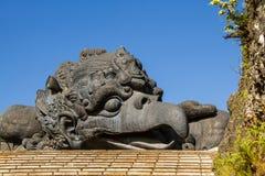 Estatua de Garuda en el parque cultural Bali Indonesia de GWK Foto de archivo