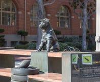 Estatua de George Tirebiter de la Universidad de California del Sur fotos de archivo