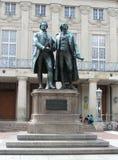 Estatua de Goethe y de Schiller en Weimar Imágenes de archivo libres de regalías