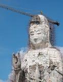Estatua de Guan Yin bajo construcción, kang huay del pla de Wat imagen de archivo libre de regalías