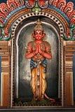 Estatua de Hanuman en templo hindú imagen de archivo libre de regalías