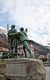 Estatua de Jacques Balmat y de Horacio Benedicto en C Fotografía de archivo
