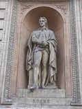 Estatua de John Locke, del filósofo y del médico, Londres fotografía de archivo