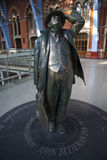 Estatua de Juan Betjeman en el International del St Pancras Imagen de archivo libre de regalías