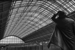 Estatua de Juan Betjeman en la estación del st Pancras Imágenes de archivo libres de regalías