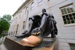 Estatua de Juan Harvard en Universidad de Harvard Imagen de archivo libre de regalías