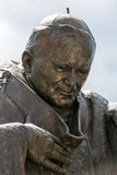 Estatua de Juan Pablo II en el centro de papa Juan Pablo II Cracovia Fotografía de archivo libre de regalías