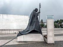 Estatua de Juan Pablo II en el santuario de Fátima en Portugal imágenes de archivo libres de regalías