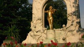 Estatua de Juan Strauss metrajes