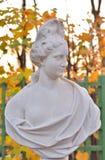 Estatua de la alegoría de la abundancia en jardín del verano fotografía de archivo