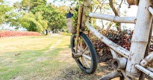 Estatua de la bicicleta Fotos de archivo libres de regalías