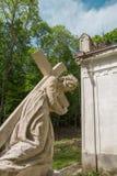 Estatua de la cruz del transporte del Jesucristo Imagen de archivo libre de regalías
