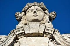 Estatua de la diosa Lipsia de la ciudad que remata el nuevo edificio de Hall Neues Rathaus de la ciudad en Leipzig imagen de archivo libre de regalías