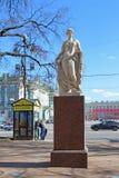 Estatua de la flora en el jardín de Alexander en St Petersburg Imágenes de archivo libres de regalías