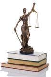 Estatua de la justicia aislada Foto de archivo