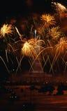 Estatua de la libertad con el estallido de los fuegos artificiales Fotos de archivo