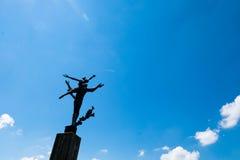 Estatua de la libertad debajo del cielo azul soleado en el parque de Lucern Foto de archivo