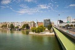Estatua de la libertad en París Imagen de archivo libre de regalías