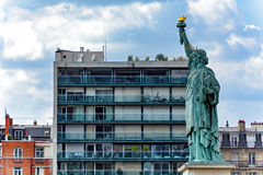 Estatua de la libertad en París Francia Imagenes de archivo