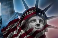 Estatua de la libertad y de la bandera americana Fotografía de archivo libre de regalías
