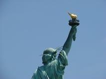 Estatua de la libertad y de la puesta del sol de New York City Imágenes de archivo libres de regalías