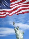 Estatua de la libertad y de la puesta del sol de New York City Foto de archivo libre de regalías