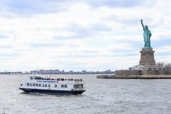 Estatua de la libertad y de la puesta del sol de New York City Nueva York, los E Imagen de archivo