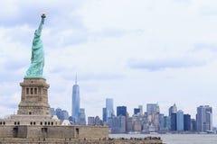 Estatua de la libertad y de la puesta del sol de New York City Nueva York, los E Fotos de archivo libres de regalías