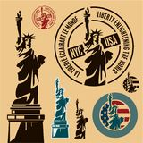 Estatua de la libertad y de la puesta del sol de New York City libre illustration