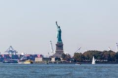 Estatua de la libertad y Staten Island del parque de batería fotografía de archivo libre de regalías
