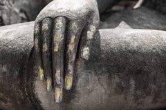 Estatua de la mano del ` s de Buda en Sukhothai, Tailandia, estilo blanco y negro Foto de archivo libre de regalías