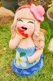 Estatua de la muñeca de la arcilla para la decoración usada en jardín u hogar Foto de archivo libre de regalías