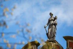 Estatua de la mujer imagen de archivo libre de regalías