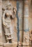 Estatua de la mujer con el lagarto en el templo de Shirangam Foto de archivo libre de regalías