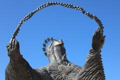 Estatua de la mujer que mira Cristo Rei lisboa Fotografía de archivo libre de regalías