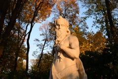 Estatua de la puesta del sol de la alegoría en la tarde foto de archivo libre de regalías
